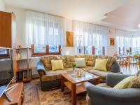 Obývací pokoj (Prodej bytu 4+kk v osobním vlastnictví 153 m², Praha 9 - Hloubětín)