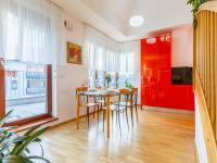 Kuchyňský kout + vstup na terasu (Prodej bytu 4+kk v osobním vlastnictví 153 m², Praha 9 - Hloubětín)