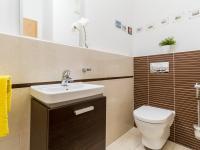 Samostatná toaleta (Prodej bytu 4+kk v osobním vlastnictví 153 m², Praha 9 - Hloubětín)