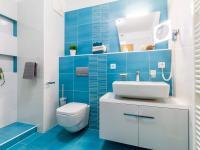 Koupelna k hlavní ložnici v patře (Prodej bytu 4+kk v osobním vlastnictví 153 m², Praha 9 - Hloubětín)