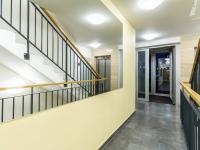 Vstup do domu (Prodej bytu 4+kk v osobním vlastnictví 153 m², Praha 9 - Hloubětín)