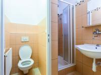 Samostatné WC a koupelna (Prodej bytu 2+kk v osobním vlastnictví 29 m², Brno)