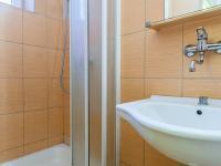 Koupelna se sprchovým koutem (Prodej bytu 2+kk v osobním vlastnictví 29 m², Brno)