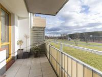 Prostorný balkon (Prodej bytu 2+kk v osobním vlastnictví 48 m², Praha 9 - Hostavice)
