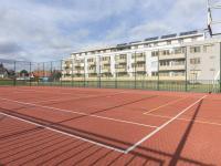 Sportoviště u domu (Prodej bytu 2+kk v osobním vlastnictví 48 m², Praha 9 - Hostavice)