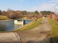 Vodní nádrž v Lesoparku Hostivař (Prodej bytu 2+kk v osobním vlastnictví 35 m², Praha 10 - Hostivař)