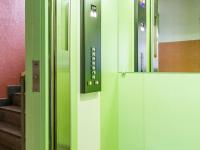 Moderní výtah (Prodej bytu 2+kk v osobním vlastnictví 35 m², Praha 10 - Hostivař)
