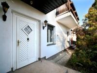 vstup do domu - Prodej domu v osobním vlastnictví 285 m², Praha 8 - Dolní Chabry