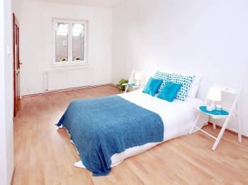 ložnice - Prodej domu v osobním vlastnictví 285 m², Praha 8 - Dolní Chabry