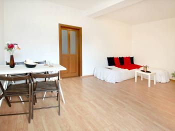 obývací pokoj - Prodej domu v osobním vlastnictví 285 m², Praha 8 - Dolní Chabry