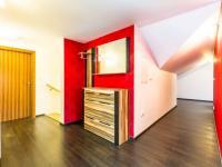 Předsíň, chodba (Prodej bytu 4+kk v osobním vlastnictví 173 m², Praha 5 - Smíchov)