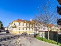 Pohled na dům (Prodej bytu 4+kk v osobním vlastnictví 173 m², Praha 5 - Smíchov)