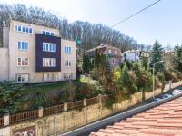 Pohled z obývacího pokoje (Prodej bytu 4+kk v osobním vlastnictví 173 m², Praha 5 - Smíchov)