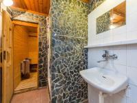 Koupelna u sauny (Prodej domu v osobním vlastnictví 380 m², Říčany)