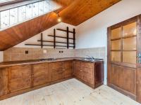 Kuchyň v podkroví (Prodej domu v osobním vlastnictví 380 m², Říčany)