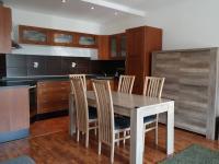 Obývací pokoj s kuchynským koutem (Pronájem bytu 3+kk v osobním vlastnictví 80 m², Praha 9 - Čakovice)