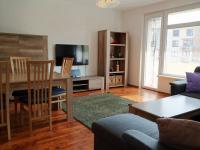 Obývací pokoj s přístupem na balkon (Pronájem bytu 3+kk v osobním vlastnictví 80 m², Praha 9 - Čakovice)