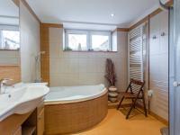 1.PP - Koupelna (Prodej domu v osobním vlastnictví 166 m², Brno)