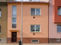 RD - pohled z ulice (Prodej domu v osobním vlastnictví 166 m², Brno)