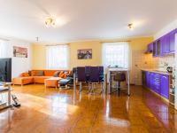 1.NP - obývací pokoj s kuchyňským koutem (Prodej domu v osobním vlastnictví 129 m², Praha 4 - Šeberov)