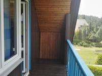 výhled z balkonu do zahrad (Prodej domu v osobním vlastnictví 150 m², Kamýk nad Vltavou)