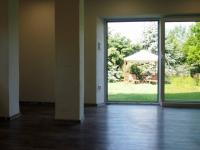 zahrada pohledem z ateliéru (Prodej domu v osobním vlastnictví 150 m², Kamýk nad Vltavou)