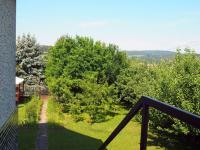 pohled do zahrady (Prodej domu v osobním vlastnictví 150 m², Kamýk nad Vltavou)