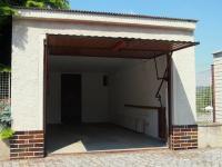 samostatně stojící garáž (Prodej domu v osobním vlastnictví 150 m², Kamýk nad Vltavou)
