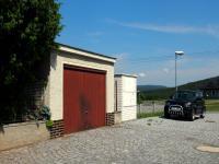 vydlážděná ulice před domem (Prodej domu v osobním vlastnictví 150 m², Kamýk nad Vltavou)