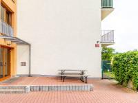 Vchod do domu (Prodej bytu 1+kk v osobním vlastnictví 33 m², Hostivice)
