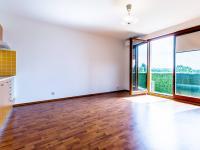 Obývací pokoj s kuchyňským koutem (Prodej bytu 1+kk v osobním vlastnictví 33 m², Hostivice)