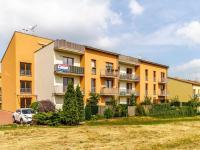 Dům z JV strany (Prodej bytu 1+kk v osobním vlastnictví 33 m², Hostivice)