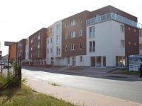 Poloha na rohu frekventované křižovatky (Pronájem obchodních prostor 75 m², Český Brod)