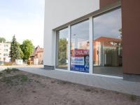Velké výlohy připravené pro Vaši reklamu (Pronájem obchodních prostor 75 m², Český Brod)