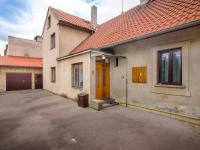 dvorek - Prodej domu v osobním vlastnictví 150 m², Jeneč
