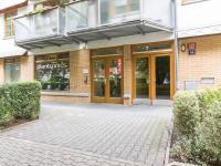 Výlohy do ulice (Prodej obchodních prostor 145 m², Praha 6 - Veleslavín)