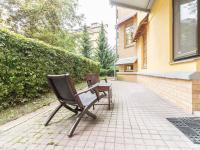 Terasa u kanceláře (Prodej obchodních prostor 145 m², Praha 6 - Veleslavín)