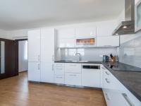 2.NP - kuchyňská linka (Prodej domu v osobním vlastnictví 274 m², Úvaly)