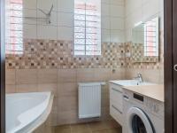 2.NP - koupelna (Prodej domu v osobním vlastnictví 274 m², Úvaly)