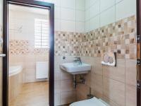 2.NP - toaleta (Prodej domu v osobním vlastnictví 274 m², Úvaly)