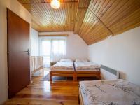 Pokoj č.1 v první polovině domu (Prodej chaty / chalupy 120 m², Frymburk)