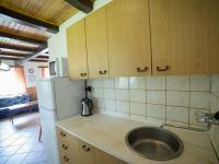 Kuchyňský kout v druhé polovině domu (Prodej chaty / chalupy 120 m², Frymburk)