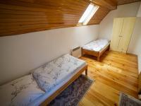 Pokoj č. 2 v druhé polovině domu (Prodej chaty / chalupy 120 m², Frymburk)
