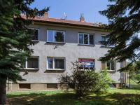 Pohled na dům zepředu (Prodej bytu 3+kk v osobním vlastnictví 79 m², Rosice)