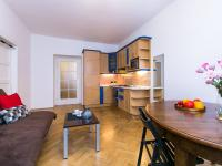pohled od okna na kuchyň (Prodej bytu 2+kk v osobním vlastnictví 50 m², Praha 2 - Vinohrady)