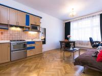 obývací pokoj s kk (Prodej bytu 2+kk v osobním vlastnictví 50 m², Praha 2 - Vinohrady)