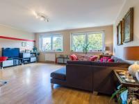 Obývací pokoj s kuchyňským koutem (Prodej bytu 4+kk v osobním vlastnictví 108 m², Praha 8 - Dolní Chabry)