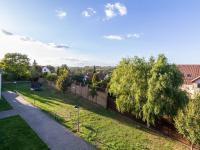 Pohled z balkonu (Prodej bytu 4+kk v osobním vlastnictví 108 m², Praha 8 - Dolní Chabry)
