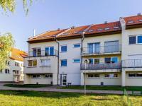 Pohled na dům (Prodej bytu 4+kk v osobním vlastnictví 108 m², Praha 8 - Dolní Chabry)