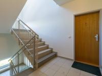 Chodba se vstupními dveřmi (Prodej bytu 4+kk v osobním vlastnictví 108 m², Praha 8 - Dolní Chabry)